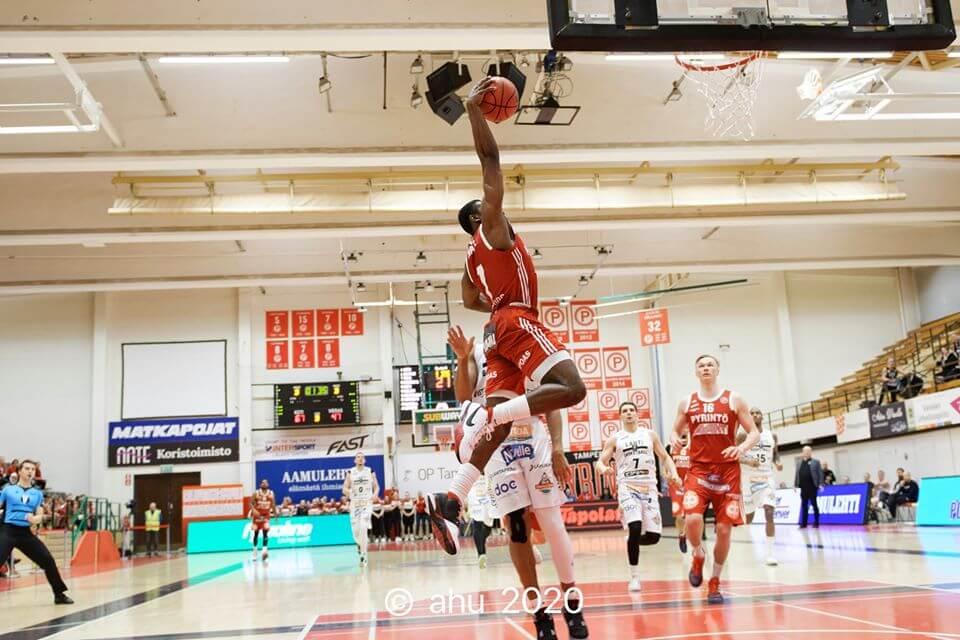 Pyrintö murskasi Lahti Basketballin